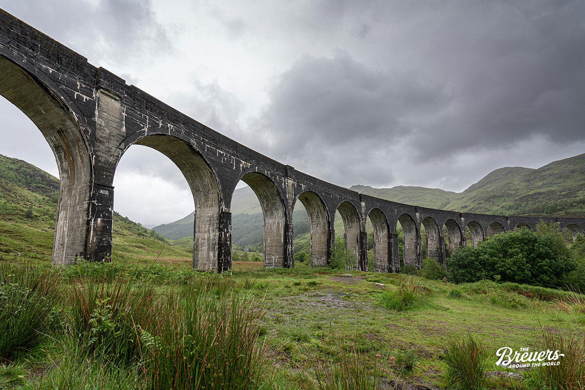 Glenfinnan Viadukt in den Highlands von Schottland