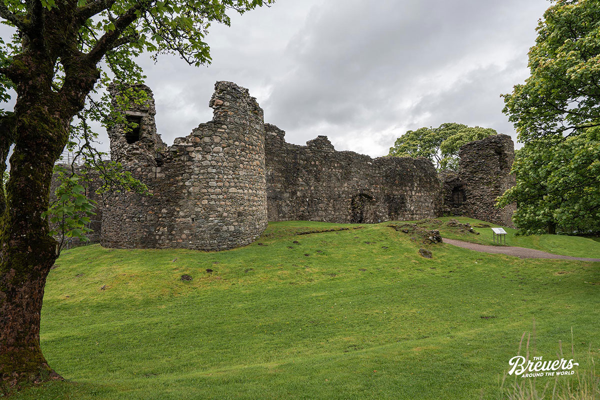 Schlossruine Inverlochy Castle bei Fort William in Schottland