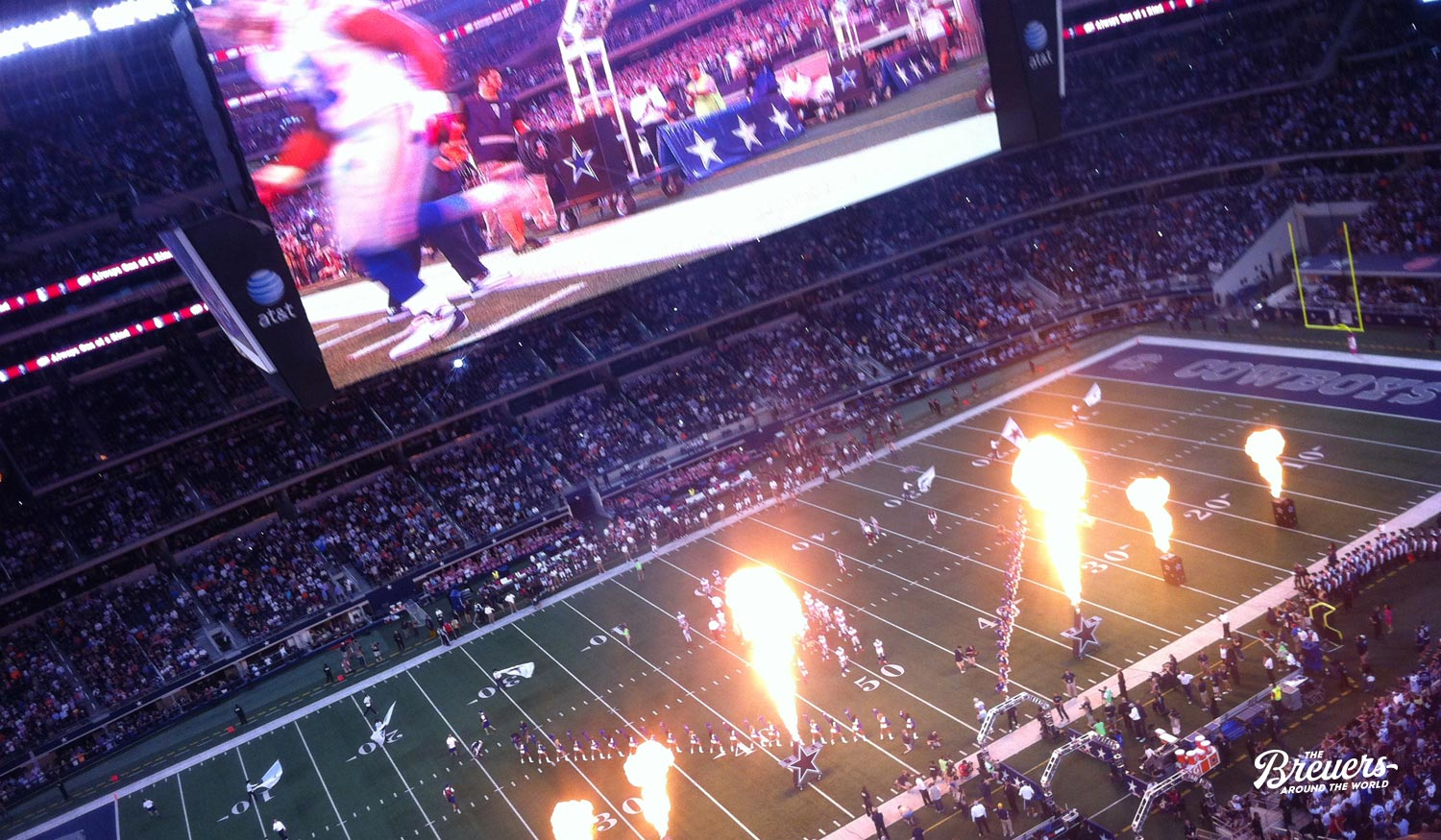 Cheerleader der Dallas Cowboys zu Spielbeginn